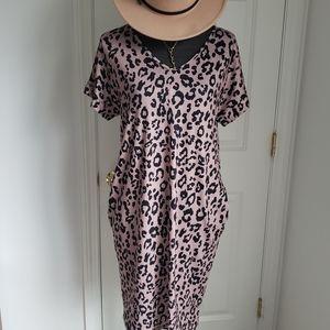 Leopard print dress with pockets